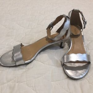 Talbots silver scalloped kitten heel sandals